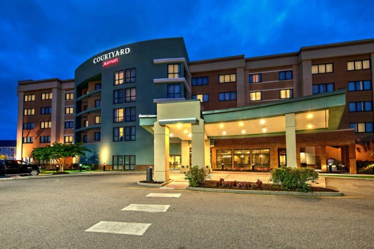 Courtyard By Marriott Newport News Airport